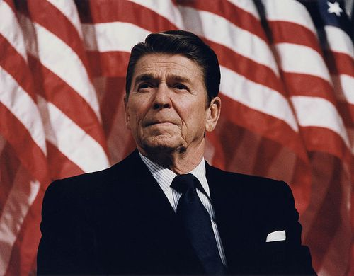 770px-President_Reagan_speaking_in_Minneapolis_1982