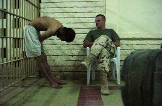 Abu-ghraib-torture-02