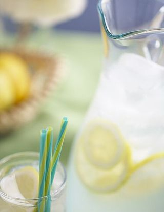 463px-Lemonade_with_straws