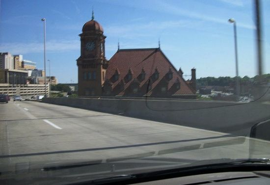 View from the car window - Richmond_Main_Street_Station_from_I-95_in_Virginia