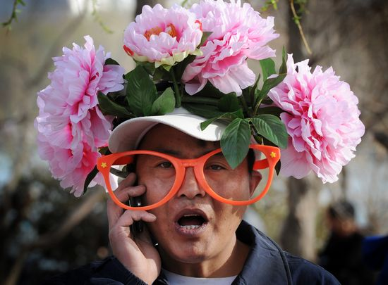 GT_FACE-FLOWER-HAT_120403