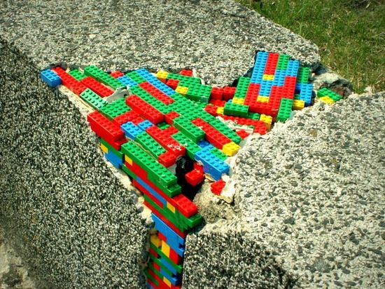 Lego-Street-Art-in-Warsaw-Poland