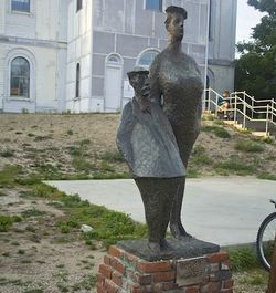Ptown-statue