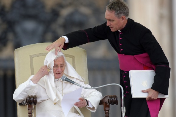Benedict XVI Holds Weekly Audience