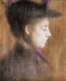 dish_Rippl_Woman_in_Paris_with_Purple_Scarf