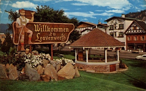 leavenworth-wa-chrome-postcard