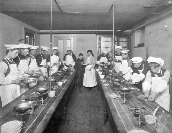 Domestic_science_class_for_boys_1906_Toronto