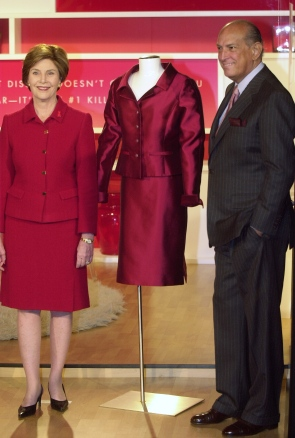 First Lady Laura Bush joins Oscar de la Renta during fall 20