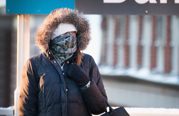 Temperatures Drop Near Zero Degrees In Chicago